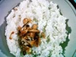 Nasi putih + bawang goreng